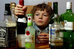 Давать ли ребенку пробовать алкоголь?