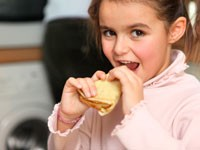 Тучные дети едят меньше, чем их стройные сверстники