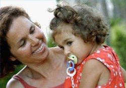 Почему пустышка – зло и что такое «эффект ботокса» у младенцев