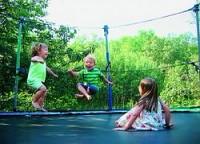 Врачи предупреждают родителей об опасности батута
