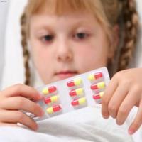 Назначение антибиотиков детям повышает риск развития язвенного колита