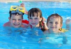 Стать отличником ребенку помогут занятия плаваньем