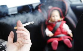 Курящие родители часто подвергают детей воздействию табачного дыма в своих автомобилях