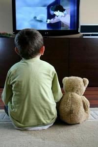 Телевизор в детской способствует развитию ожирения у ребенка