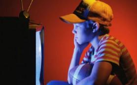 Телевизор в детской спальне может повысить риск развития ожирения у ребёнка
