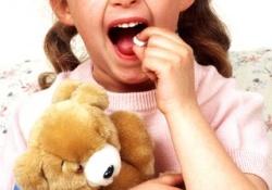 Почему не следует принимать лекарства в присутствии детей