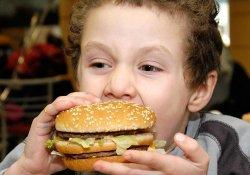 Скрытая угроза: любимая еда может вызывать у детей астму и экзему