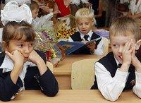 Азаров вернул обязательные медосмотры в школы