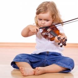 Уроки музыки в раннем детстве улучшат оценки в школе