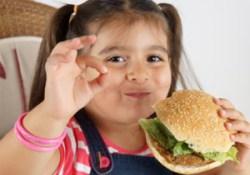 Британский профессор призвал бороться с детским ожирением с помощью скальпеля