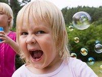 Психолог: Детская гиперактивность — способ справляться с изменчивой и небезопасной реальностью