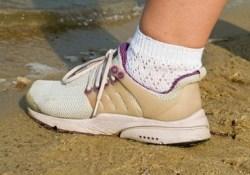 Какую угрозу для здоровья детей могут таить кроссовки с усиленной пяткой