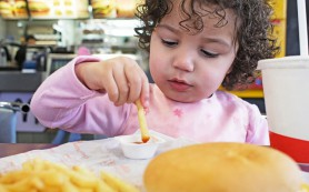 Канада запретит рекламу фастфуда чтобы улучшить здоровье детей