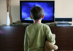 Как телевизор может превратить дошкольников в непослушных упрямцев
