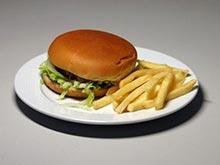 Сетевые рестораны продолжают кормить детей вредными продуктами