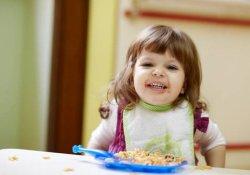 Дети и ожирение: вес ребенка зависит от размера обеденных тарелок