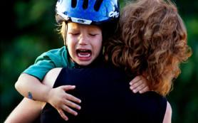 Ученые выяснили, почему ребенок перестает кричать на руках родителей