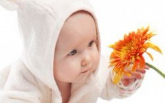 Младенцы взрослеют в возрасте пяти месяцев