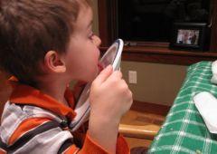 Почему нельзя заставлять детей «вылизывать» тарелку дочиста