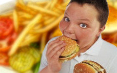 ВОЗ призвала защитить детей от рекламы вызывающих ожирение продуктов