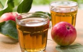 Диетологи не рекомендуют давать детям яблочный сок