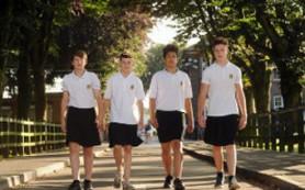 Британские школьники спаслись от перегрева с помощью юбок