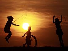 Детям нужно больше двигаться, говорит исследователь Дэвид Пэйвон