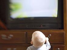 Просмотр телевизора не несет никакой пользы для малышей