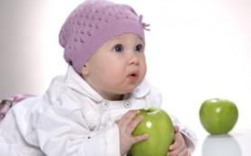 В каком возрасте ребенка можно переводить на твердые продукты?