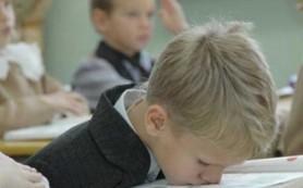За плохой успеваемостью в школе может скрываться синдром гиперактивности