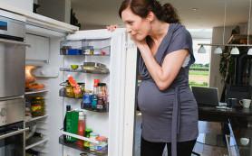 Не стоит ограничивать себя в еде и питье во время родов