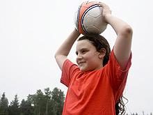 Бокс и борьба менее опасны для детей, чем волейбол