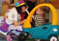 Смехотерапия в педиатрии: клоуны с успехом помогают лечить детей