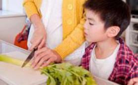 Сахарный спрей помогает родителям накормить детей овощами