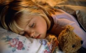 Сбой режима сна ребенка приводит к эмоциональным трудностям