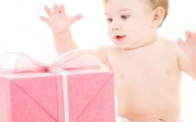 Какой подарок выбрать на рождение ребенку