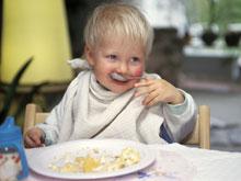 Большие детские тарелки способствуют перееданию