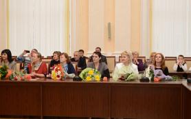 Многодетным матерям Смоленщины вручили почетный знак «Материнская слава»