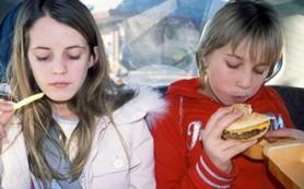 Фастфуд лишает детей и подростков счастья