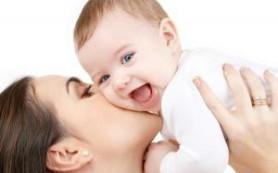 Физический контакт крайне важен для малышей