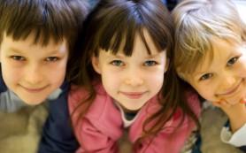 Ученые объяснили, почему девочки взрослеют раньше мальчиков