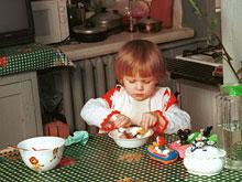 Прием пищи в столовой или на кухне позволяет не переедать
