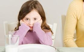 Как нужно кормить детей
