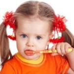 Фтор возвращается, или что стоматологи рекомендуют для первых зубов детей