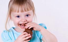 Дети любят сладкое и соленое больше взрослых, выяснили ученые
