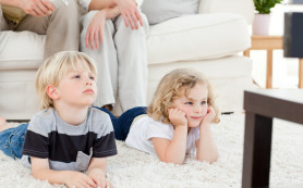 Ученые: телевизор мешает детям спать