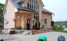 Дом для мамы в Смоленске освятили в первую годовщину его создания