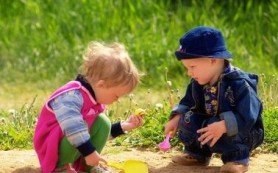 Почему игры на свежем воздухе делают детей счастливее