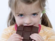 Нет смысла лишать здорового ребенка шоколада и прочих сладостей
