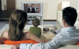 Телевизор во время общения родителей с ребенком должен молчать